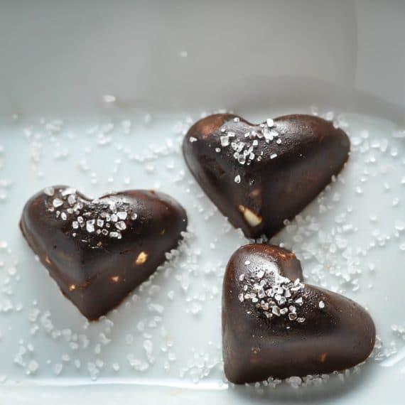 Chocolate Fat Bomb with Macadamia & Sea Salt [Recipe] | KETOGASM.com #keto #fatbomb #lchf #lowcarb #ketogenic #ketosis #recipe #chocolate #macadamia #seasalt #paleo #valentine keto recipes